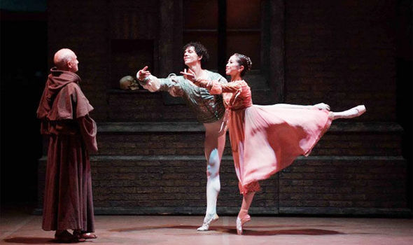 Erina Takahashi and Isaac Hernández in 'Romeo and Juliet' © Laurent Liotardo