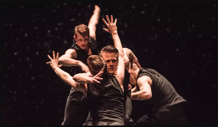 Ballet British Columbia in Crystal Pite's 'Solo Echo' © Wendy D